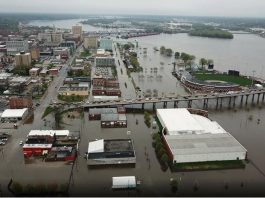 davenport floods, davenport iowa floods, downtown davenport iowa flooded mississippi river