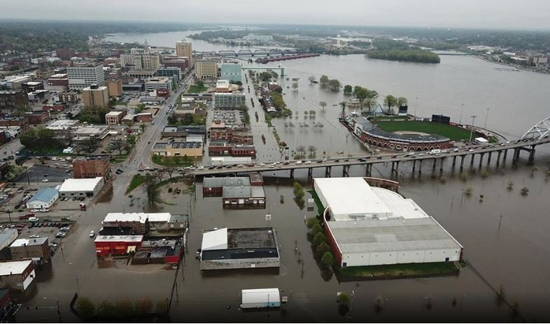 davenport floods, davenport iowa floods, downtown davenport iowa flooded mississippi river