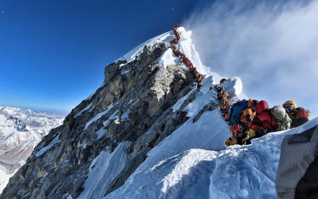 everest death zone summit crowd