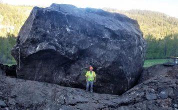 giant boulder destroys colorado highway, giant boulder destroys colorado highway video, giant boulder destroys colorado highway may 2019, giant boulder destroys colorado highway picture