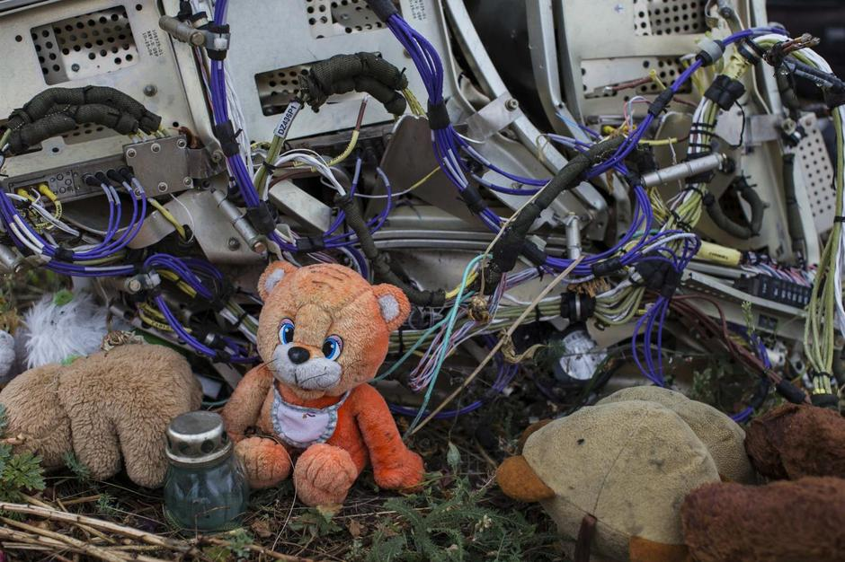 Russia has deployed its TROLLS on Twitter to cover up the MURDER of 298 People on MH17 Malaysia-airlines-MH17-conspiracy
