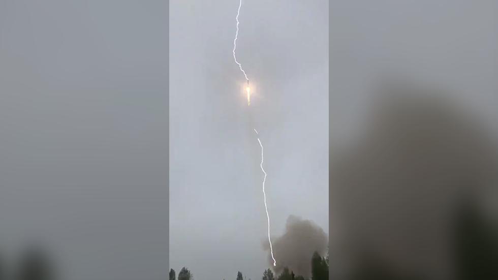 Soyuz rocket struck by lightning after takeoff on May 27, Soyuz rocket struck by lightning after takeoff on May 27 video, Soyuz rocket struck by lightning after takeoff on May 27 picture