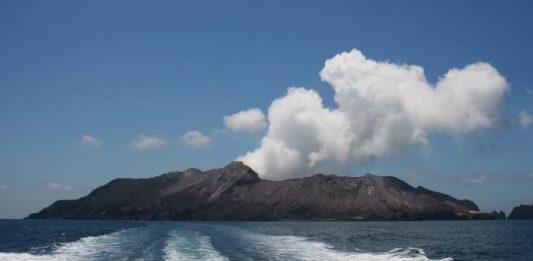 new zealand volcano alert level raised, Whakaari - White Island volcano alert level raised, Whakaari - White Island new june 2019, Whakaari - White Island earthquake swarm record gas