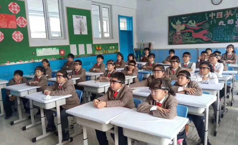 Children at an elite primary school in China wear brainwave-detecting headbands that allow teachers to track concentration levels in real-time