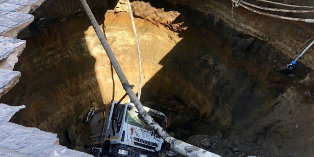 giant sinkhole swallows garbage truck naples italy, giant sinkhole swallows garbage truck naples italy pictures, giant sinkhole swallows garbage truck naples italy video