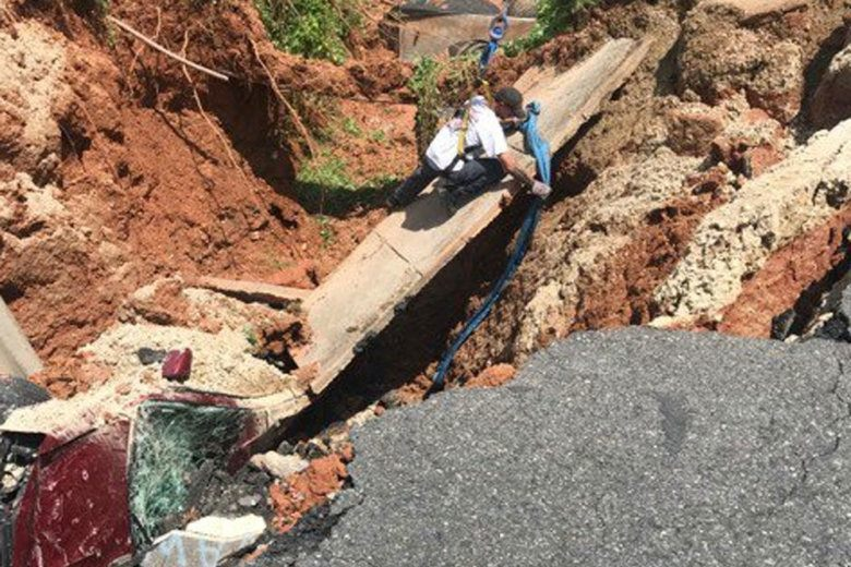 massive sinkhole swallows car in Woodbridge Virginia on July 4 2019, massive sinkhole swallows car in Woodbridge Virginia on July 4 2019 video, massive sinkhole swallows car in Woodbridge Virginia on July 4 2019 pictures