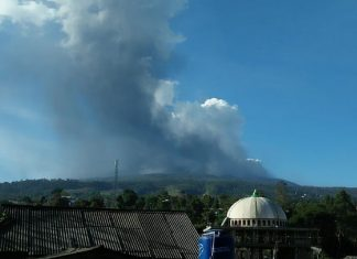 indonesia volcano erupts july 26 2019, indonesia volcano erupts july 26 2019 video, indonesia volcano erupts july 26 2019 pictures