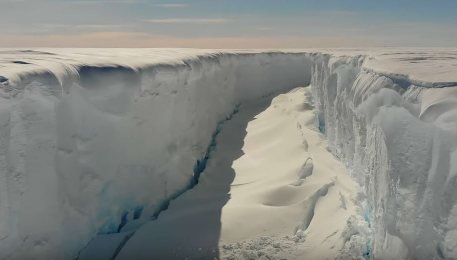 Giant cracks antarctica Brunt ice shelf, cracks splitting an Antarctic ice shelf in two, Chasm 1 and Halloween crack two giant rift on the Brunt ice shelf