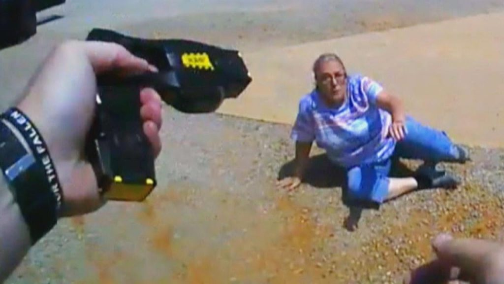 Oklahoma cop Tases 65-year-old who fled and fought over $80 ticket, Oklahoma cop Tases 65-year-old who fled and fought over $80 ticket video, Oklahoma cop Tases 65-year-old who fled and fought over $80 ticket picture