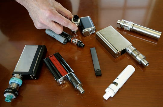 Vaping death, Illinois reports nation's first death tied to vaping, Vaping death: Illinois reports nation's first death tied to vaping, USA first vaping death Illinois