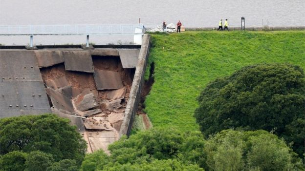 Whaley Bridge Dam Collapse: 6,500 people evacuated after part of a reservoir wall collapses in floods in the UK Whaley-Bridge-Dam-Collapse-1