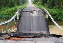 Bridge on road between Florida-Georgia line collapses