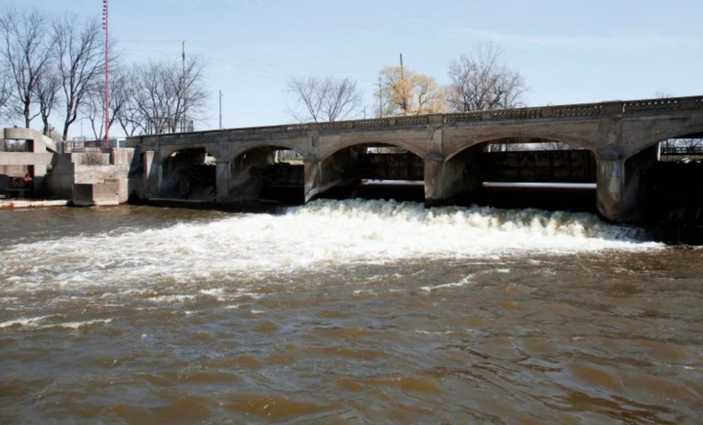 Flint water crisis worsens as two million gallons of sewage spill in Flint river, flint river sewage, flint water crisis