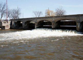 Flint water crisis worsens as two million gallons of sewage spill in Flint river, flint river sewage, flint water crisis