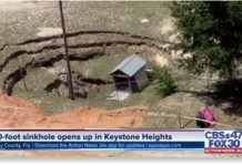 florida sinkhole, massive sinkhole is threatening traffic and homes in Keystone Heights, Florida, massive sinkhole is threatening traffic and homes in Keystone Heights, Florida august 2019, massive sinkhole is threatening traffic and homes in Keystone Heights, Florida video