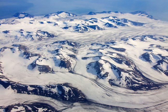 microplastics found in arctic snow, plastics found in arctic snow