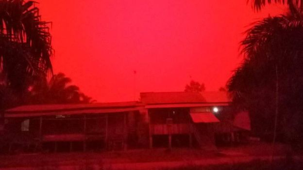 blood red sky indonesia, blood red sky indonesia pictures, blood red sky indonesia video,Rayleigh Scattering effect turns sky blood red in Indonesia
