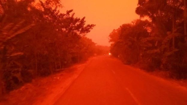 蓝天空,蓝胡子,红色天空,红色的白色照片,包括红色的红色白色的红色天空,包括印尼的天空中的血迹