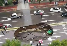 Giant sinkhole swallows up taxi, Giant sinkhole swallows up taxi video, Giant sinkhole swallows up taxi china, Giant sinkhole swallows up taxi picture