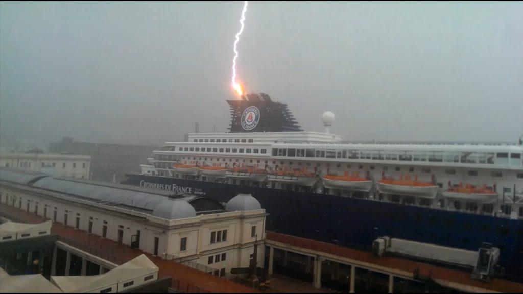 ship sinks after lightning strike