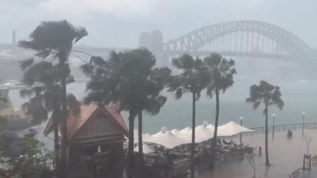 Freak storm engulfs Sydney on November 26, Freak storm engulfs Sydney on November 26 video, Freak storm engulfs Sydney on November 26 pictures