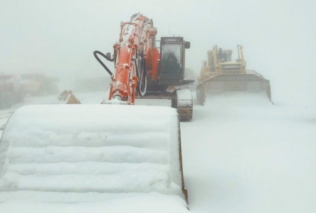 Heavy snowfall in the Victoria Alps, Australia on second day of SUMMER - up to a FOOT of snow overnight