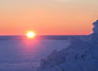 The sun rises over the ice near Barrow, Alaska, for the first time in 66 days Friday, Jan. 23, 2004. (AP Photo/Earl Finkler)