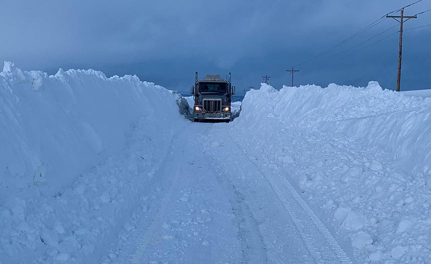 Fuel truck blocked by meters of snow in Idaho, idaho snow buries fuel truck pictures, idaho snow buries fuel truck video