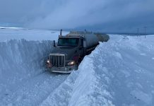 Fuel truck blocked by meters of snow in Idaho, idaho snow buries fuel truck pictures, idaho snow buries fuel truck video