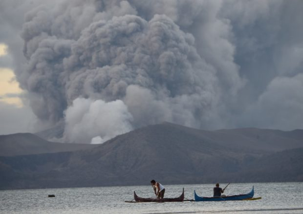 taal fissure, tall cracks, Taal volcano eruption drains water from Pansipit River