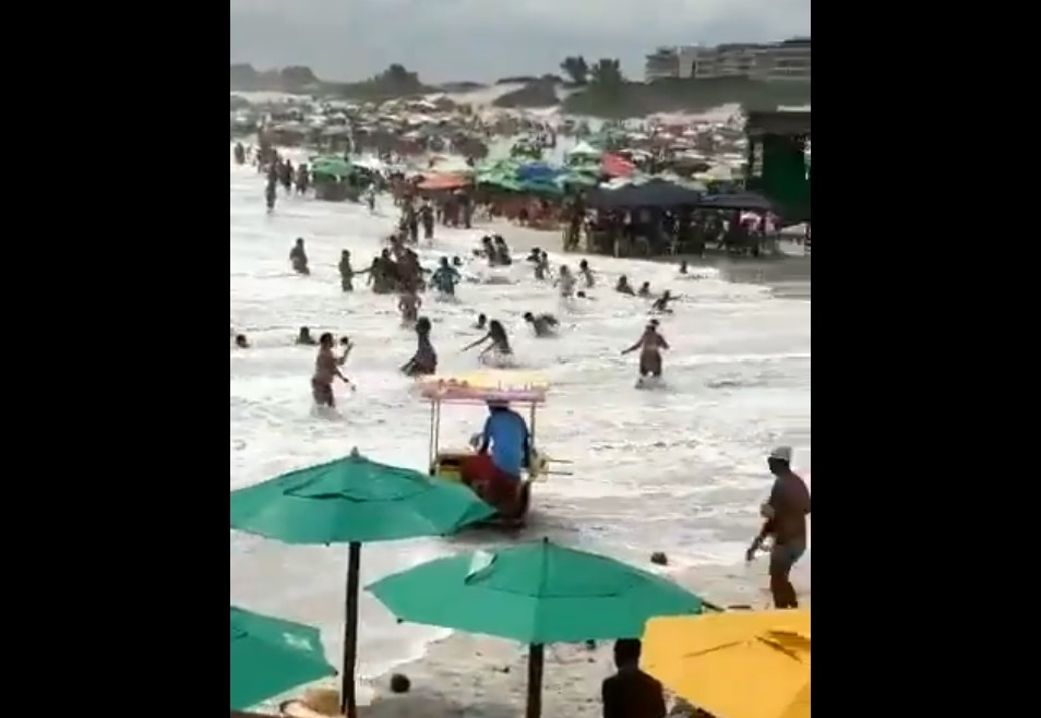 Giant waves crash on beach in Sao Paolo, Giant waves crash on beach in Sao Paolo video, Giant waves crash on beach in Sao Paolo pictures, Giant waves crash on beach in Sao Paolo february 23 2020