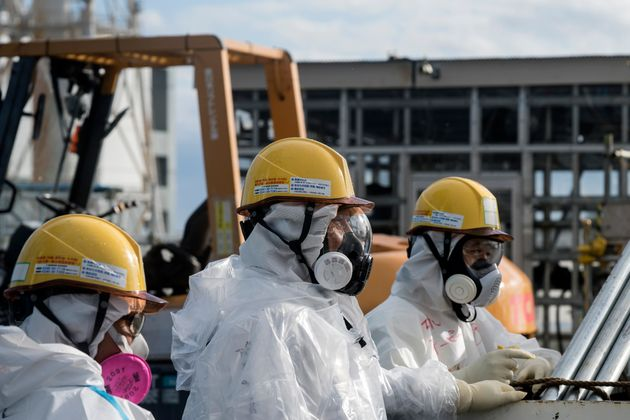 Fukushima staff could use raincoats as coronavirus threatens gear production, coronavirus epidemic could affect fukushima dismantling