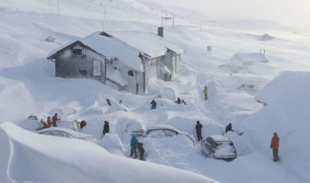 Two strong snow blizzards buried Turkey and Normay in meters of snow, snow turkey, snow norway, snow finland