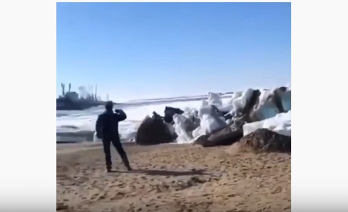 ice tsunami, Powerful ice tsunami creates gigantic wall in a lake on the border between China and Russia, Powerful ice tsunami creates gigantic wall in a lake on the border between China and Russia video, Powerful ice tsunami creates gigantic wall in a lake on the border between China and Russia pictures