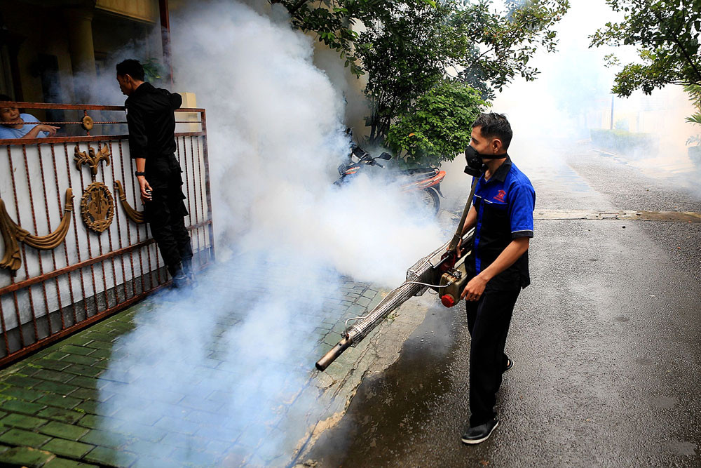 deadly dengue fever outbreak in Indonesia, A deadly outbreak of Dengue Fever is currently hitting Indonesia and other South East Asian countries hampering the detection of coronavirus cases, A deadly outbreak of Dengue Fever is currently hitting Indonesia and other South East Asian countries hampering the detection of coronavirus cases march 2020