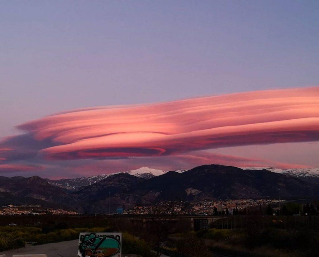 Gigantic lenticular clouds hover over Granada Spain on March 8 2020, Gigantic lenticular clouds hover over Granada Spain on March 8 2020 pictures, Gigantic lenticular clouds hover over Granada Spain on March 8 2020 video