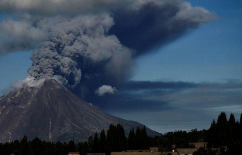 Powerful Merapi volcano eruption in Indonesia on March 2 2020, Powerful Merapi volcano eruption in Indonesia on March 2 2020 video, Powerful Merapi volcano eruption in Indonesia on March 2 2020 pictures