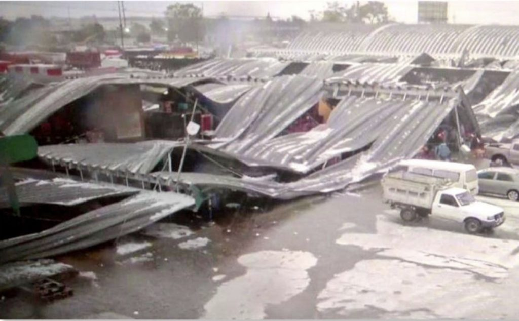Heavy hailstorm causes collapse of largest Mexico City market, Heavy hailstorm causes collapse of largest Mexico City market video, Heavy hailstorm causes collapse of largest Mexico City market pictures