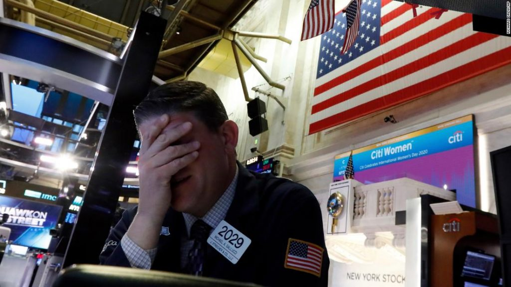 The stock market NYSE is halted for trading after circuit breakers are triggered,nyse stops trading, economic collapse march 2020, nyse stops trading march 9 2020