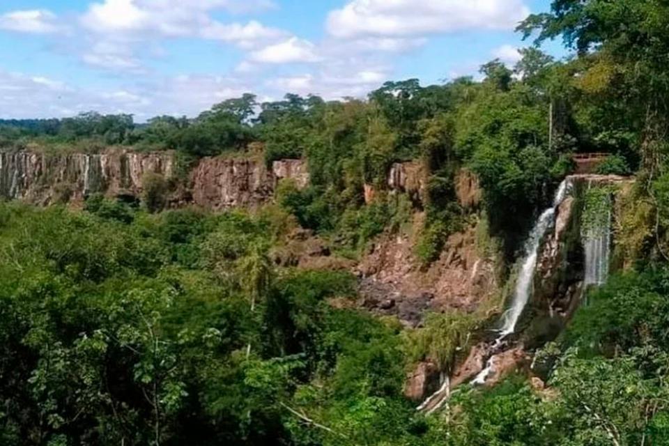 iguazu falls drying up, no water iguazu falls, water turns dry in iguazu falls iguazu falls is dry