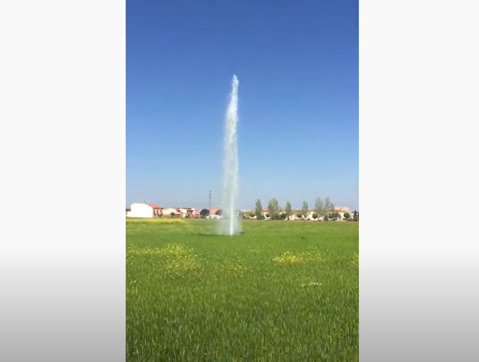 New geyser, New geyser spain, New geyser forms in spain,New geyser forms in a field in volcanic Almagro