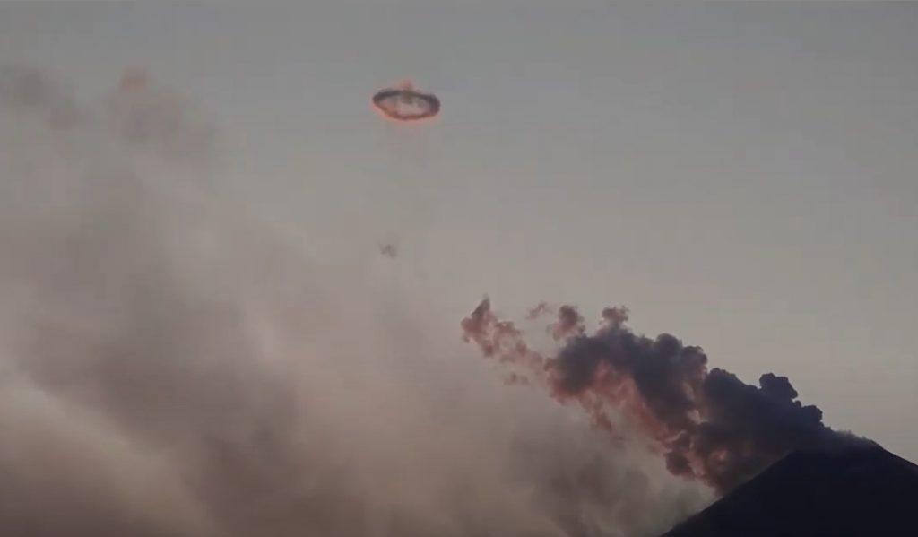 volcano smoke ring, volcanic smoke ring, volcanic smoke ring video, A smoke ring puffed by the highest volcano in Kamchatka Russia on April 24