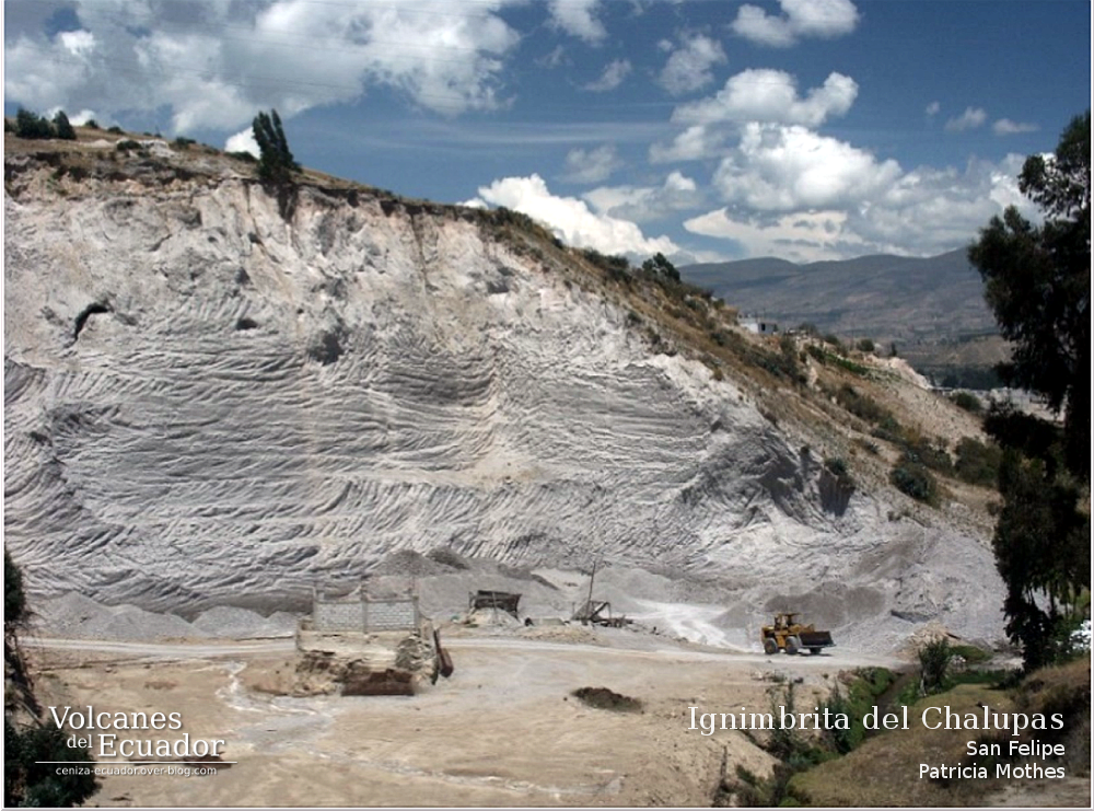 More than 60 meters high deposits of the Chalupas ignimbrite. Photo: Patricia Mothes, IG-EPN.