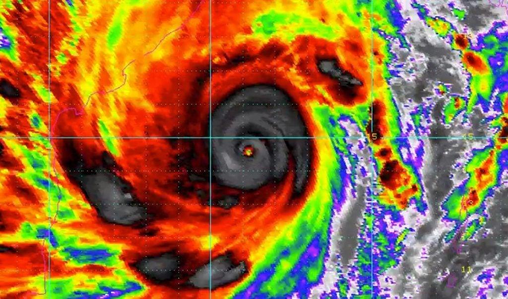 cyclone Amphan, cyclone Amphan video, cyclone Amphan may 2020, cyclone Amphan death destruction India Bangladesh