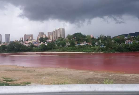 The Shweli River turned red alarming local residents, The Shweli River turned red alarming local residents burma, The Shweli River turned red alarming local residents china-burma border