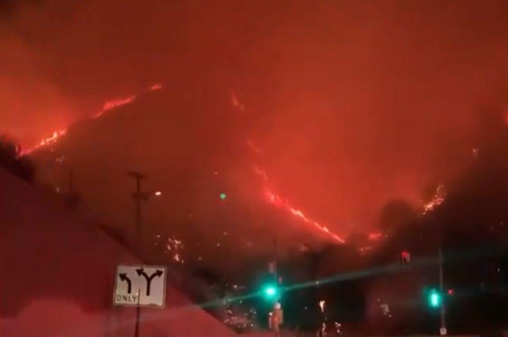 sepulveda fire los angeles hell, sepulveda fire los angeles hell video, sepulveda fire los angeles hell pictures, Sepulveda Fire burns like hell in Bel Air in Los Angeles,