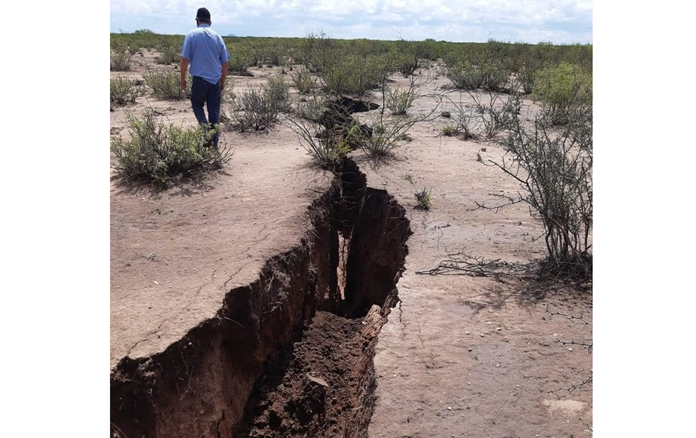 Giant crack opens up in Jimenez mexico, Giant crack opens up in Jimenez mexico video, Giant crack opens up in Jimenez mexico pictures, Giant crack opens up in Jimenez mexico september 2020