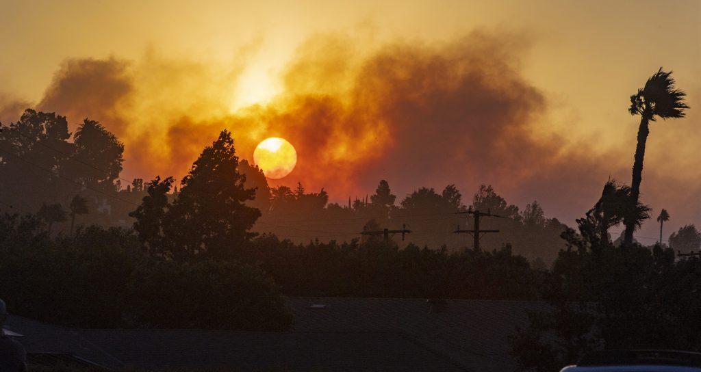 silverado fire california, 60,000 told to evacuate as Silverado fire quickly swells to 2,000 acres