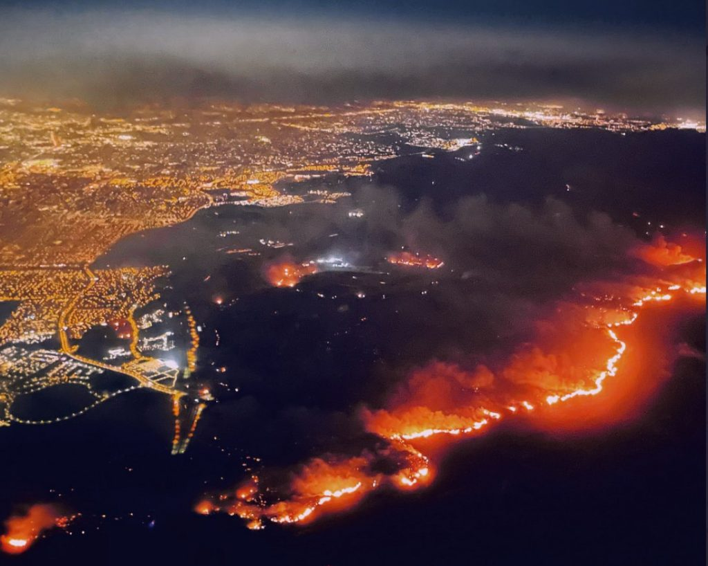 The #SilveradoFire is burning close to thousands of homes in Orange County and producing smoky skies over SoCal