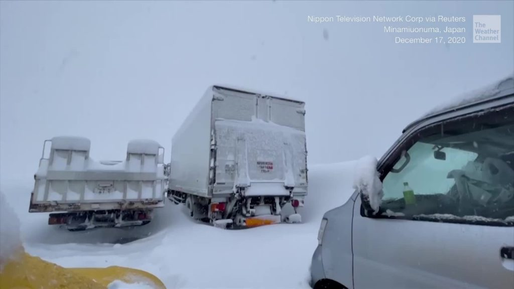 Record snowfall strands thousands of cars on a highway new Tokyo on December 17, japan snow apocalypse forces thousands of drivers to sleep in their cars